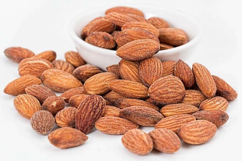 杏仁精油的功效与用法使用杏仁精油注意事项